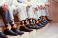 imagen de hombres con calcetines a juego con su traje