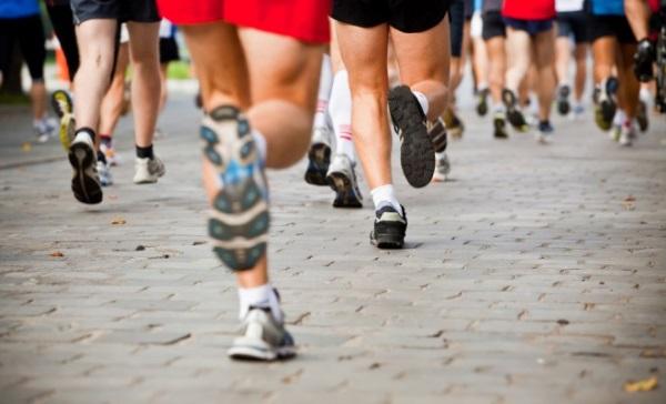 hombres haciendo running