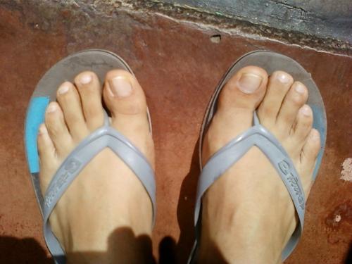 Hombres sumisos que lamen los pies