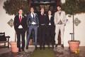 hombres con diseños diferentes para combinar zapatos y pantalón