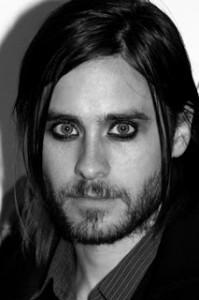 famoso con maquillaje gótico para hombre
