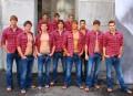 Combinar camisas de cuadros masculinas