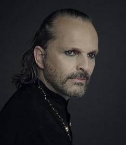 Miguel Bosé maquillaje gótico para hombre