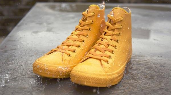 Converse para la lluvia amarillas
