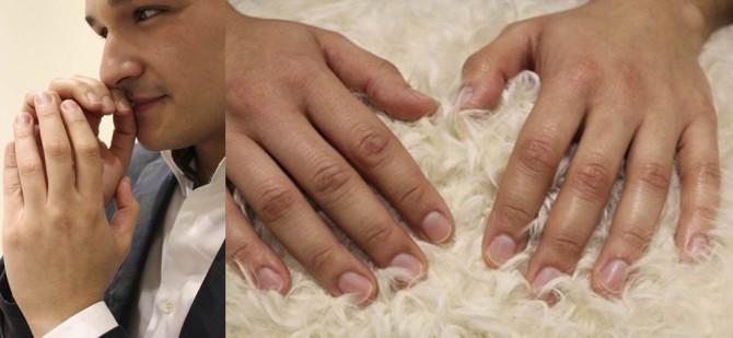 imagen hombre con manicura recién hecha