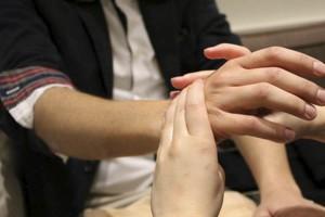 imagen de masaje en las manos en Escape Madrid