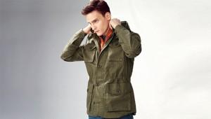 imagen de hombre con chaqueta nueva para renovar tu imagen
