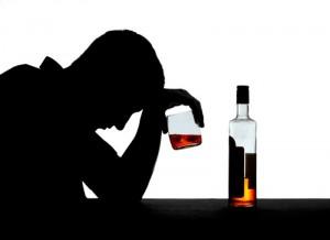 hombre bebiendo en entrada depresión en los hombres