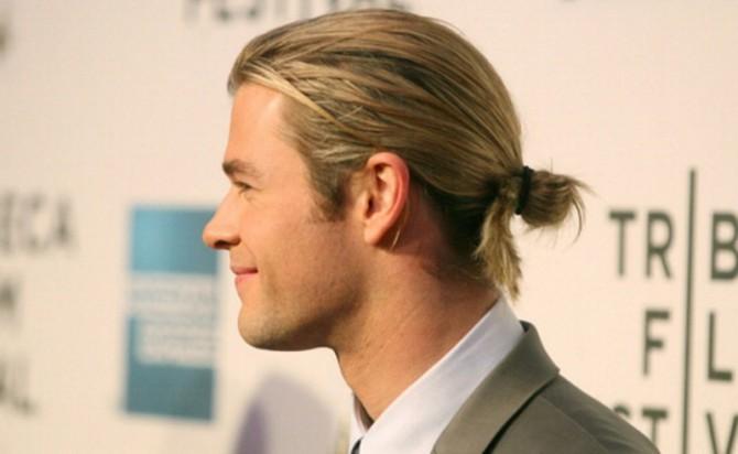 Chris Hemsworth con man bun