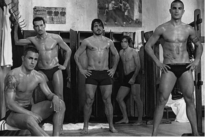 hombres en ropa interior