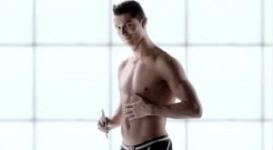 Cristiano Ronaldo anunciando sixpad en japón