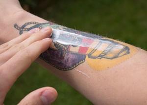 curar un tatuaje