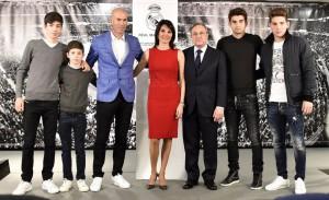 zinedine zidane y su familia junto a florentino pérez