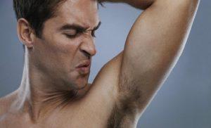 Reduce el olor corporal con la depilación masculina de hombre y estilo