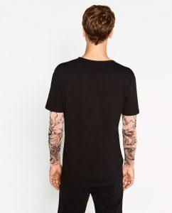 Camiseta de Zara con tatuajes incorporados