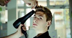 hombre en la peluquería