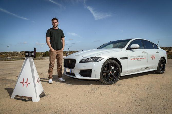 Nicholas Hoult nueva imagen del Jaguar XF AWD
